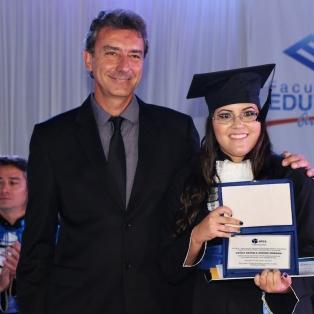 AREA e CREA-SP prestam homenagem a melhor aluna (Agronomia - Turma 2.018)